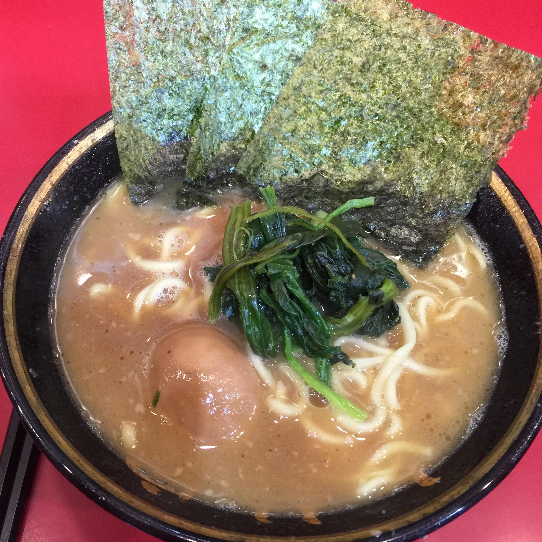 神奈川横浜ラーメンらーめん煮卵ノリほうれん草濃厚吉村家