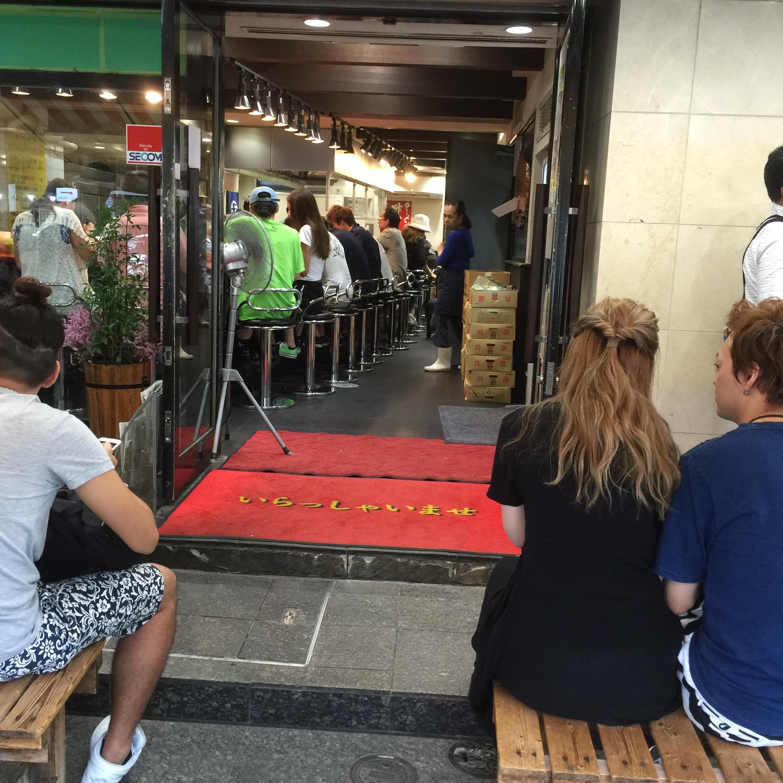 神奈川横浜ラーメンらーめん吉村家家系濃厚豚骨行列安い店員さんオペレーションバッチリ