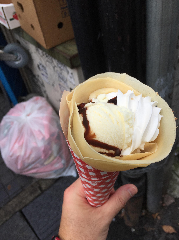 東京原宿竹下通り人込みクレープマリオンバナナチョコスウィーツ