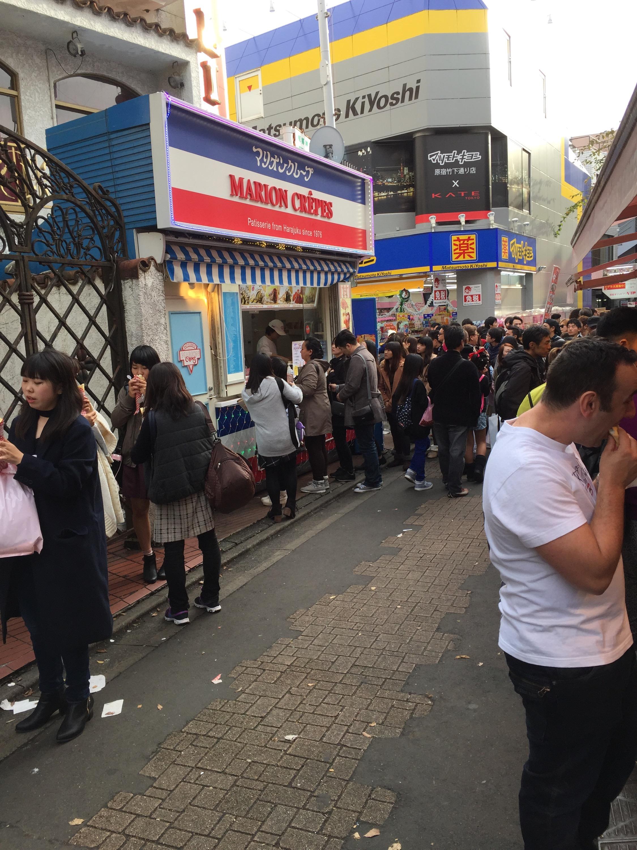 東京原宿竹下通り人込みクレープマリオンスウィーツ行列バナナチョコ