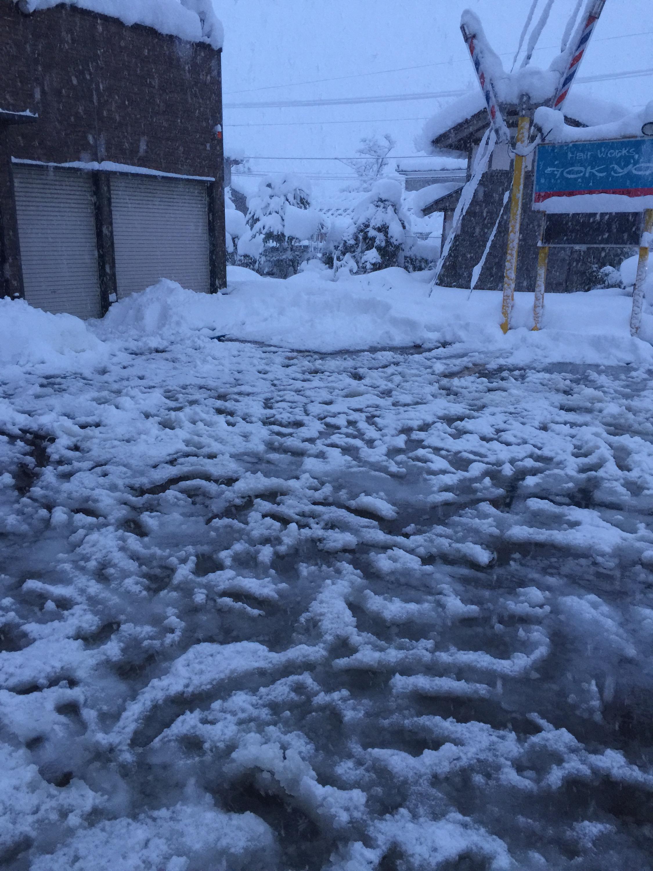 三条市ヘアーワークス トーキョー大雪消雪パイプ